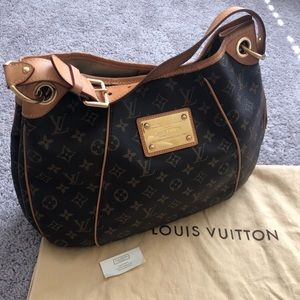 Authentic discontinued Louis Vuitton Galleria bag!